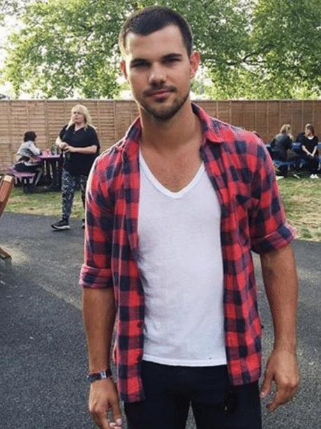 celeb taylor lautner in plain shirt looking hot