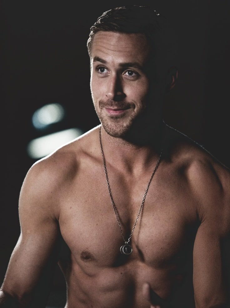 celeb Ryan Gosling naked with his shirt off showing off his abs