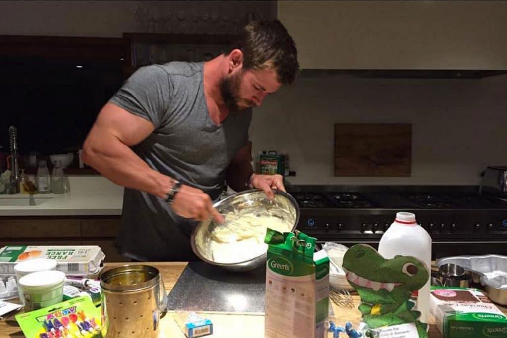 Chris Hemsworth has very nice arms