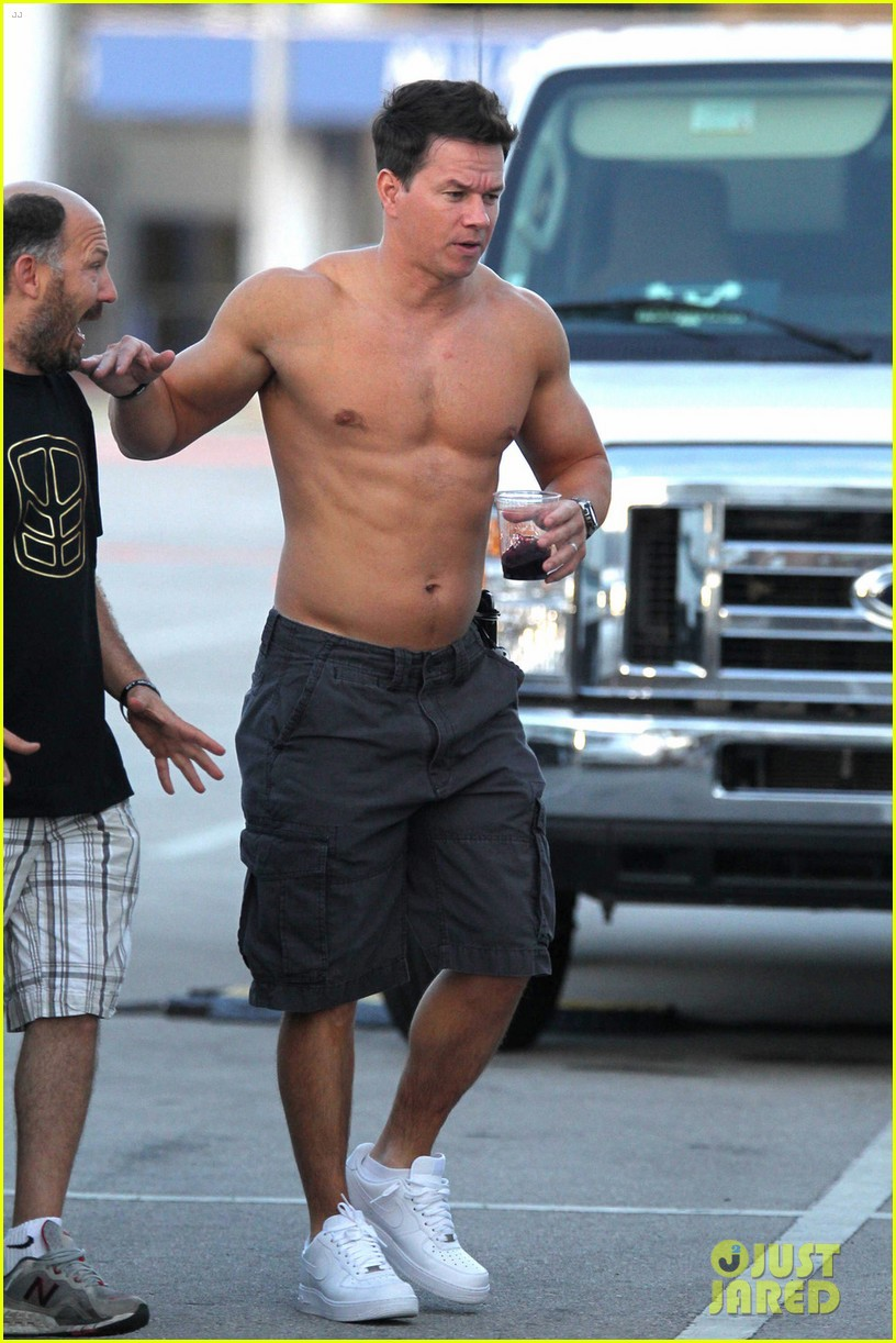 Bam Mark Wahlberg With No Shirt - Page 2 Of 2 - Leaked Men-1122