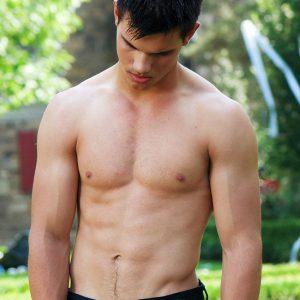No shirt pic of taylor lautner