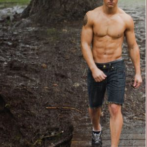 twilight werewolf taylor lautner with no shirt and jeans in movie