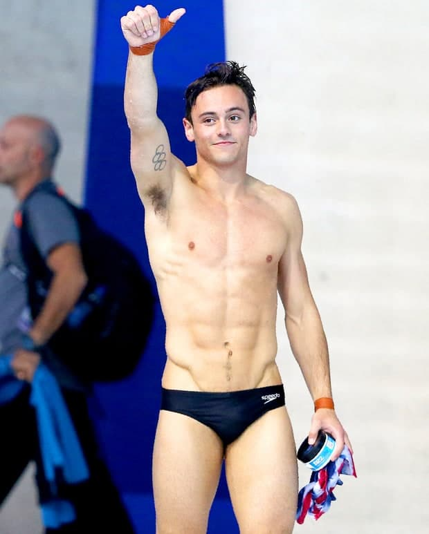 Tom Daley thumbs up speedo