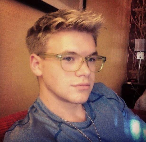 actor kenton duty wears sexy nerd glasses