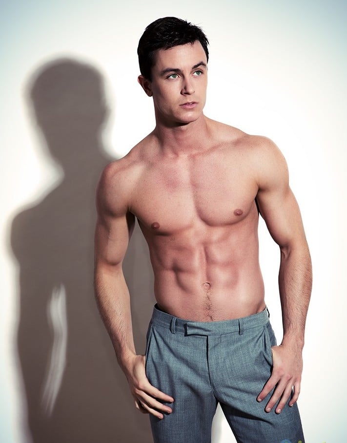 sexy pic of Ryan Kelley shirtless and modeling his abs