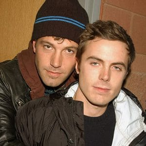 actor ben affleck with his little bro casey affleck hugging