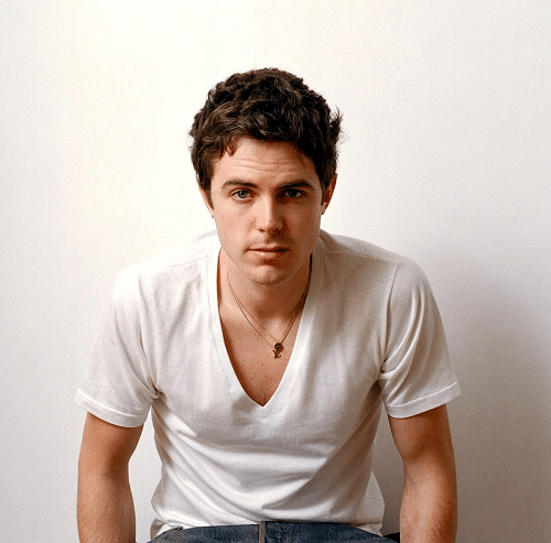 sexy pic of oscar nominee casey affleck in white v neck shirt