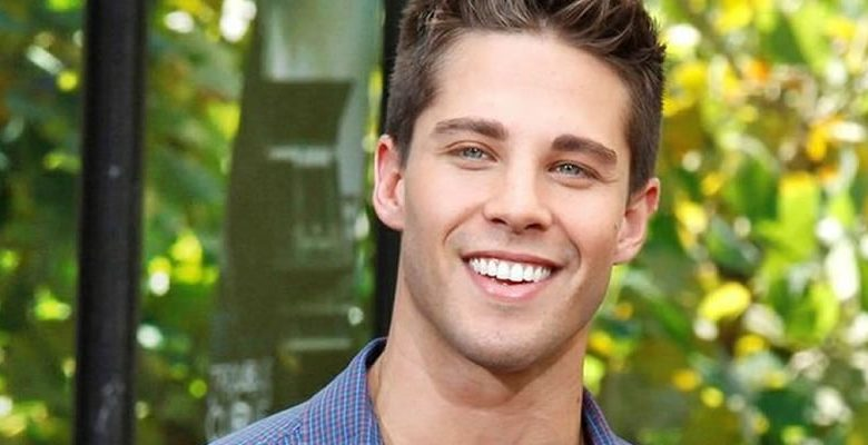 Dean Geyer smiling