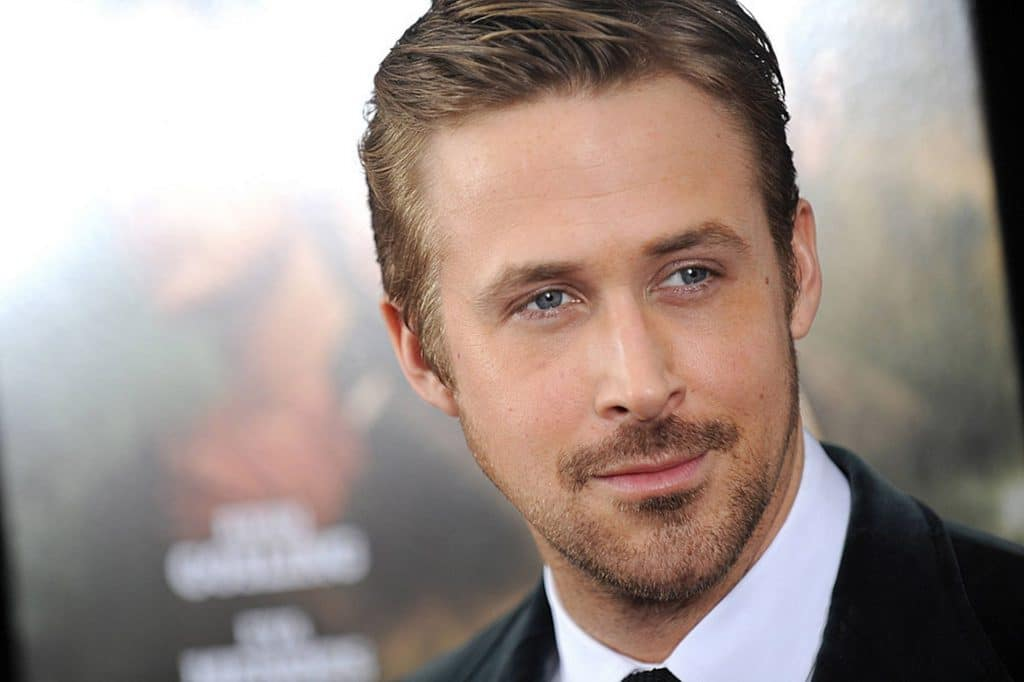 Ryan-Gosling-face-wearing suit