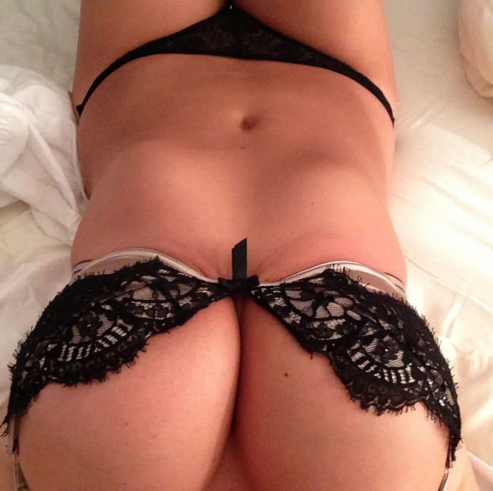leaked black bra nude photos