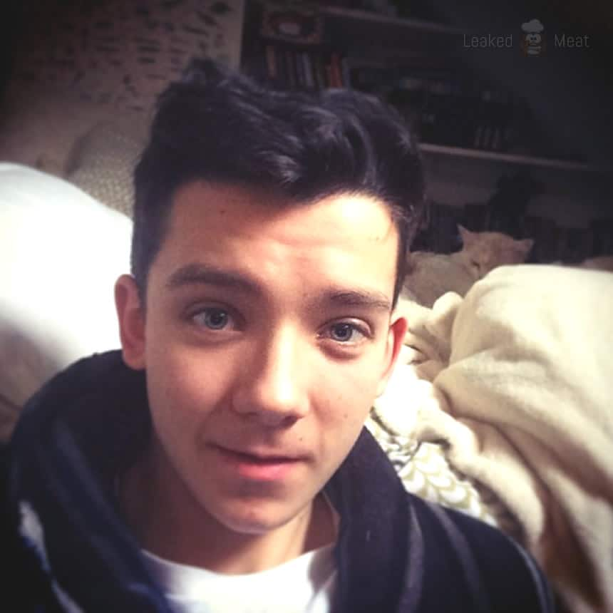 Asa Butterfield muscles